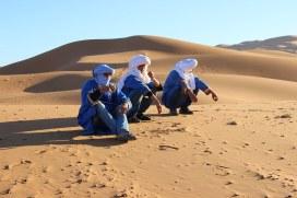 Les 3 Marocains qui chantaient et jouaient de la musique la veille